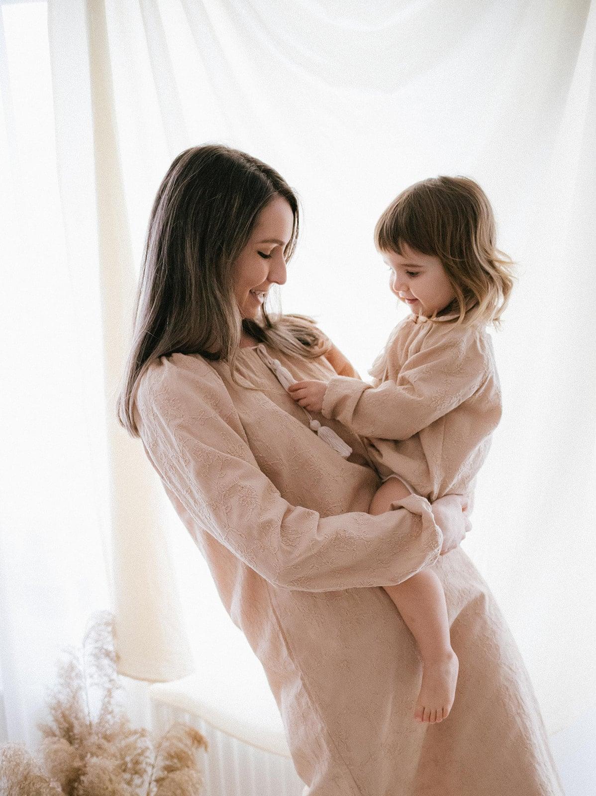 haine rochii bluze femei mame copii confortabile simple minimaliste naturale